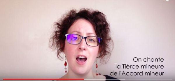 Vidéo avec un échauffement vocal et improvisation sur l'accord mineur